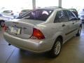120_90_ford-focus-sedan-ghia-2-0-16v-01-01-10-2