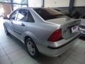 120_90_ford-focus-sedan-glx-2-0-16v-duratec-05-06-3