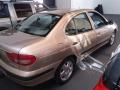120_90_renault-megane-sedan-rxe-2-0-8v-01-01-4
