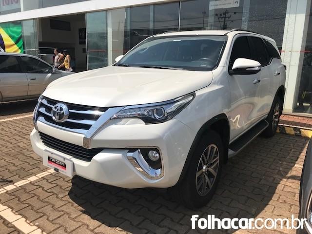 Toyota Hilux SW4 2.8 TDI SRX 7L 4x4 - 16/17 - 217.900