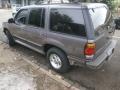 120_90_ford-explorer-xlt-4x2-4-0-v6-95-95-3