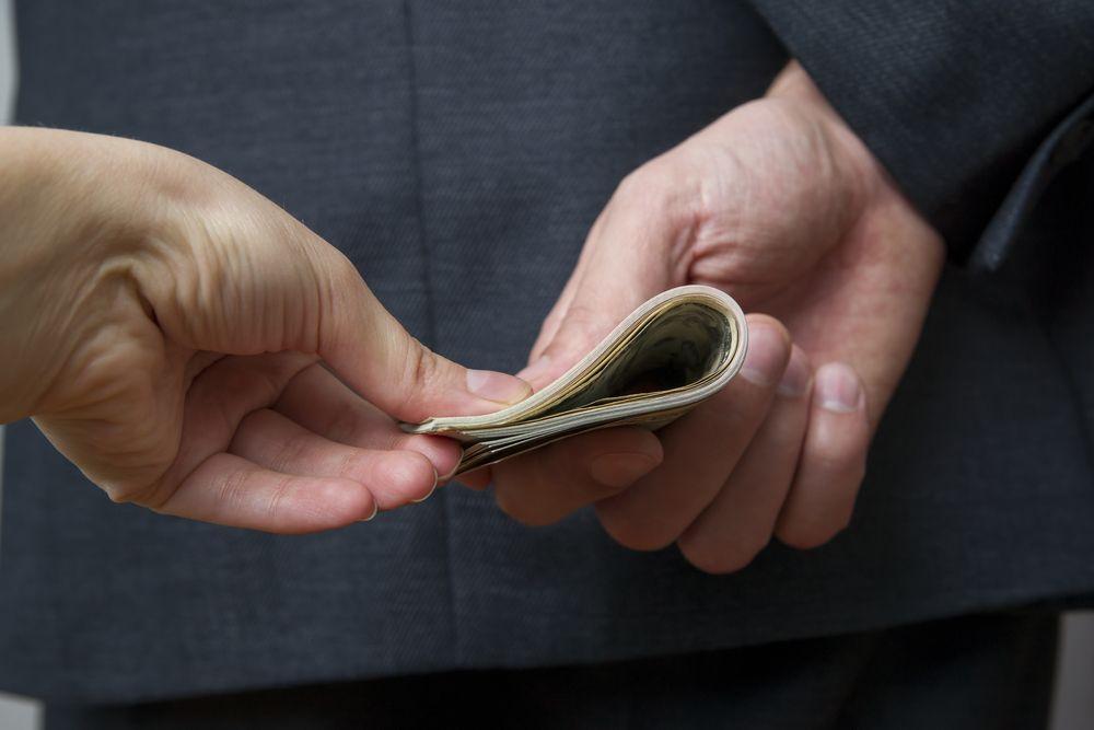 Conoce los riesgos de pedir dinero a prestamistas particulares