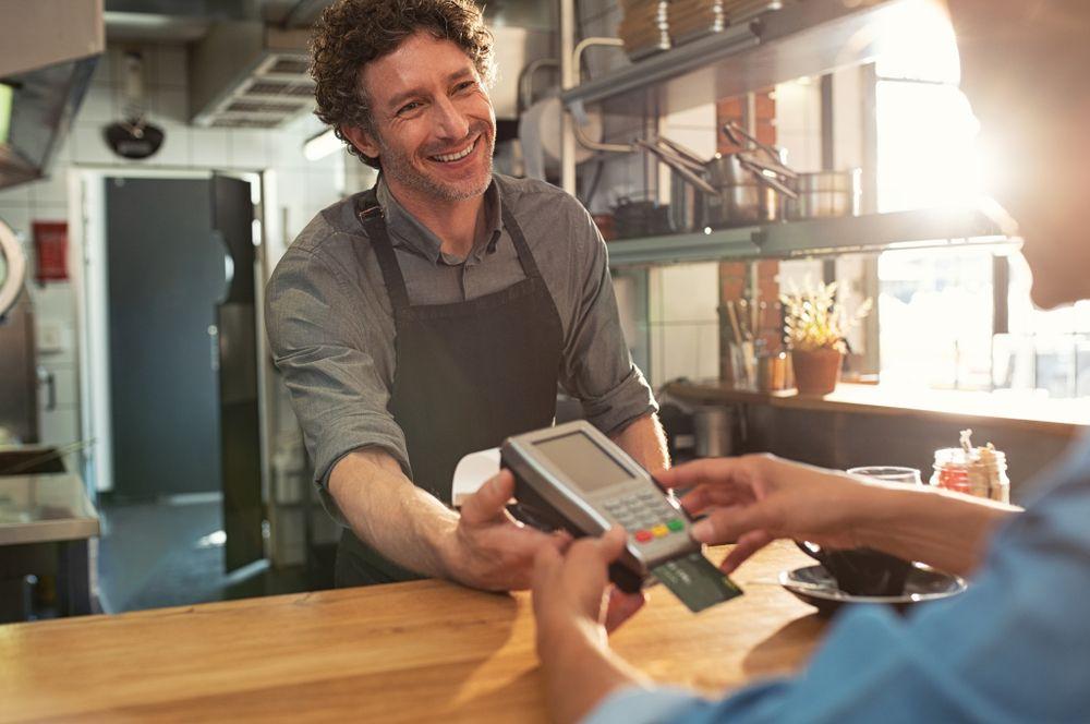 Qué es una tarjeta de crédito, cómo se usa y cómo puedes pagarla