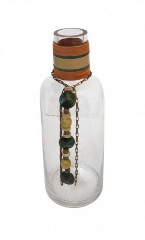 Vaso de Vidro Ji Paraná com Tiras de Couro e Colar Decorativo