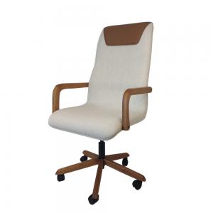 Cadeira Executiva Boss em Linho e Couríssimo com Pés e Braços de Madeira