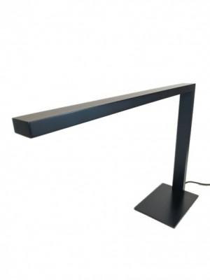 Abajur de Mesa de LED Integrado em L de Alumínio Preta