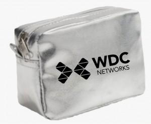 Necessaire metalizada em PVC