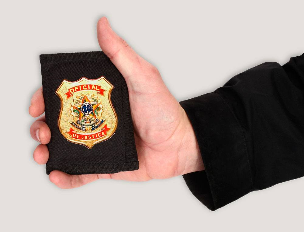 Como proceder quando um agente da lei chega à portaria
