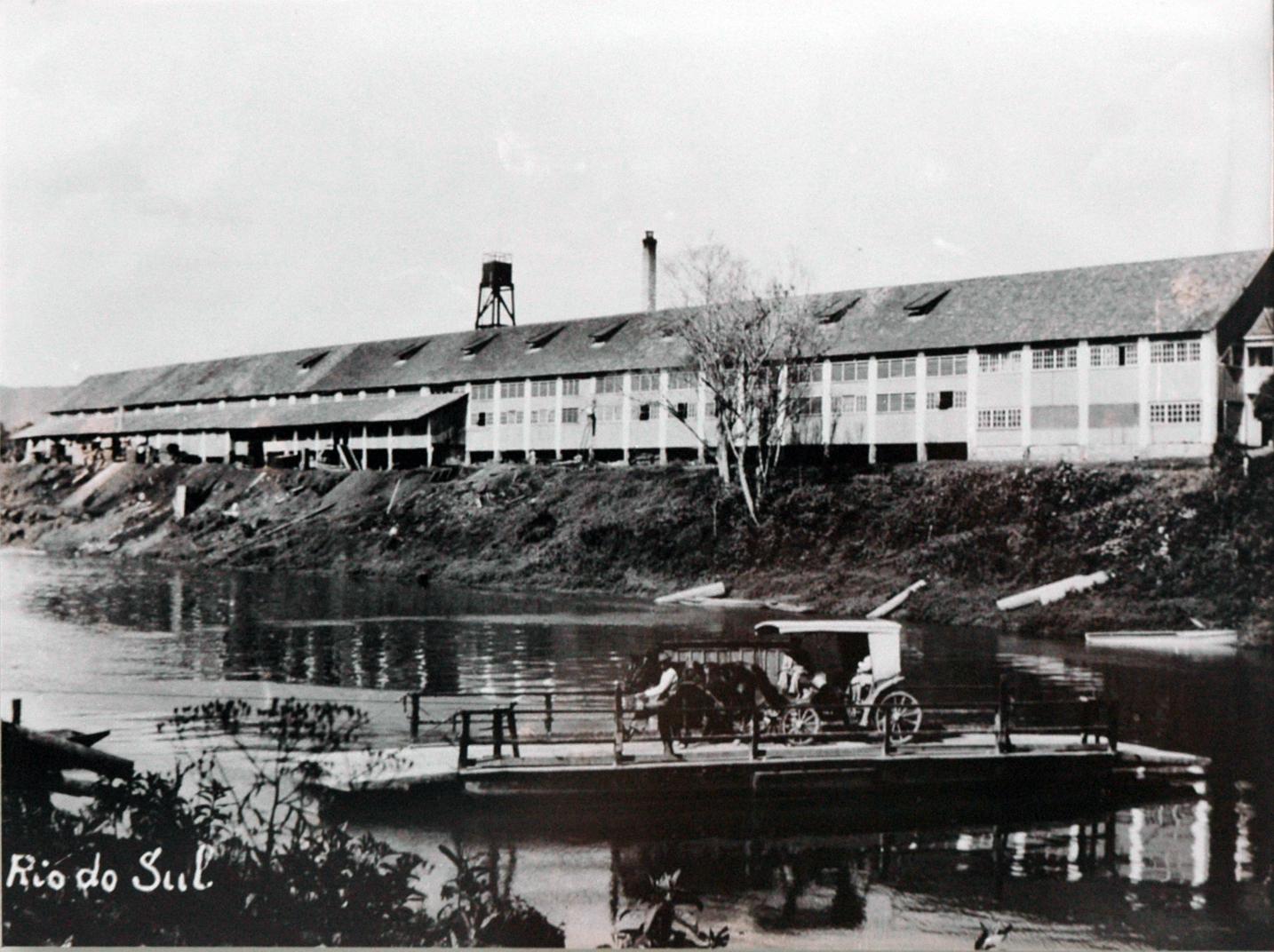 Sede da antiga Madeireira Riosulense S/A, hoje Parque Universitário UNIDAVI, em Rio do Sul.