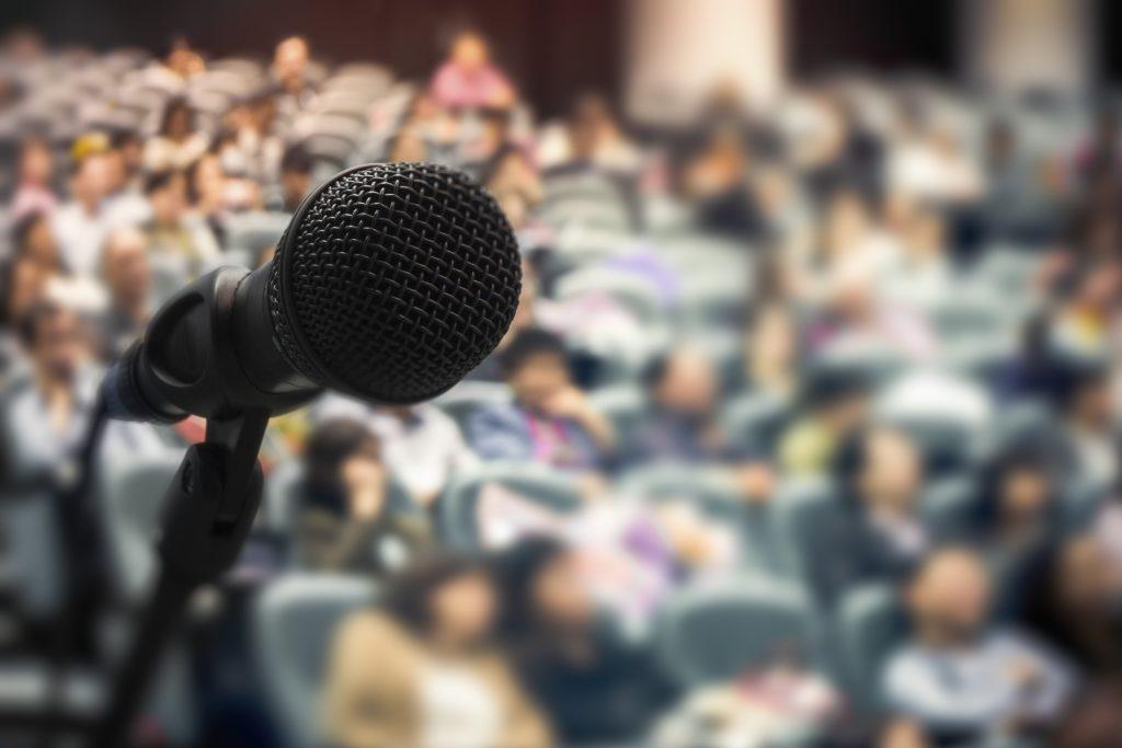 Como falar em público pode lhe ajudar