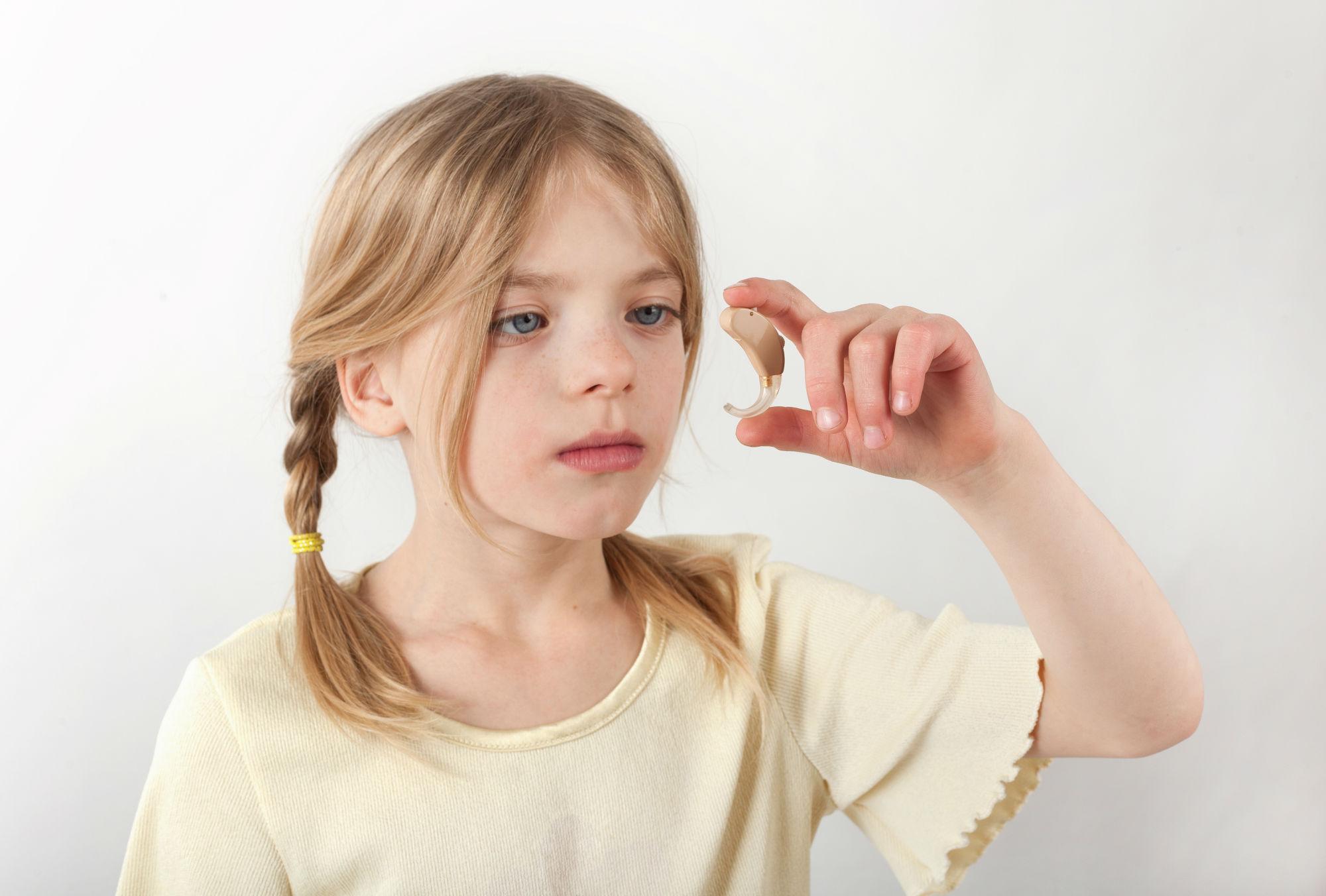 criancas-e-aparelhos-auditivos