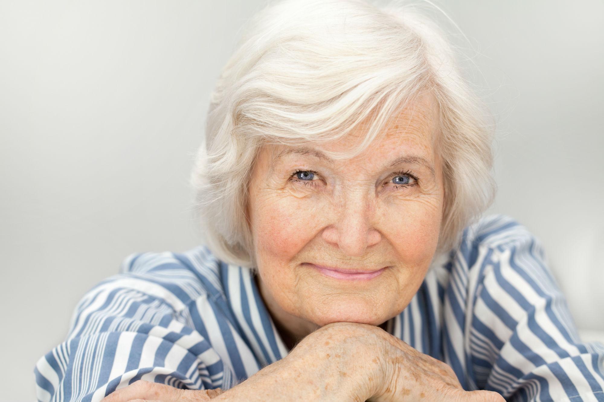 aparelhos-auditivos-reduzem-depressao-idosas