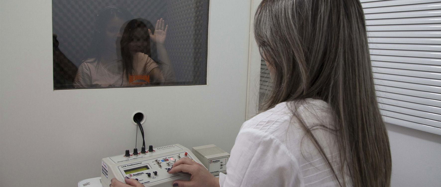 aparelho-auditivo-aparelhos-auditivos