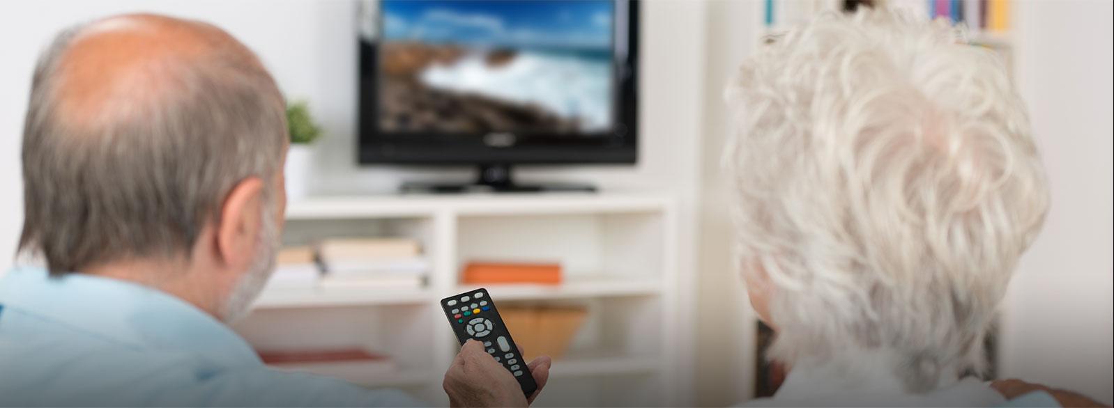 Você precisa aumentar o volume da televisão ou do rádio para poder ouvir?