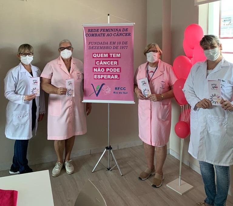 Estagiárias do Curso de Psicologia junto a Rede Feminina de Combate ao Câncer de Rio do Sul