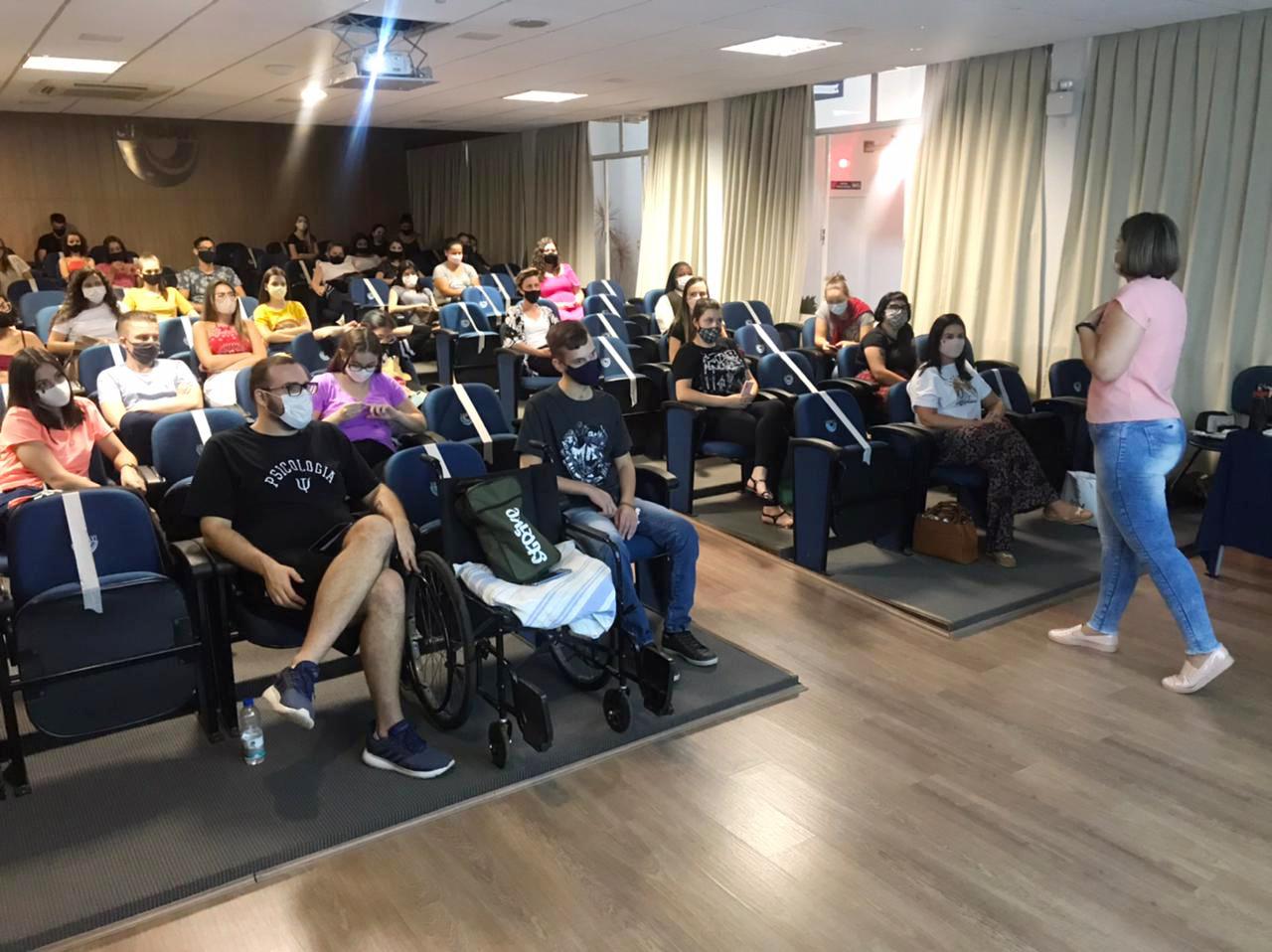 Acadêmicos participam de bate-papo sobre Pesquisa em Psicologia