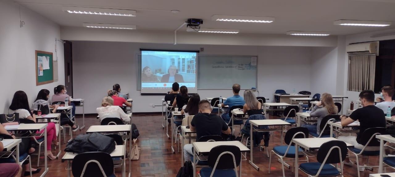 Acadêmicos de Direito têm palestra com juiz de Direito da Comarca de Rio do Sul