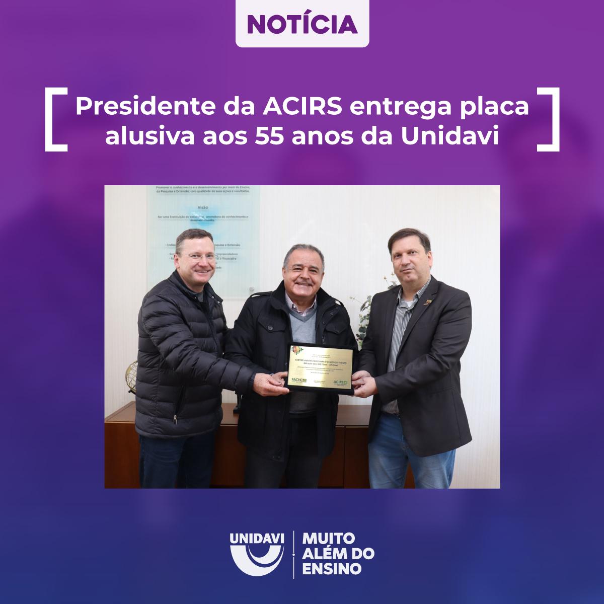 Presidente da ACIRS entrega placa alusiva aos 55 anos da Unidavi
