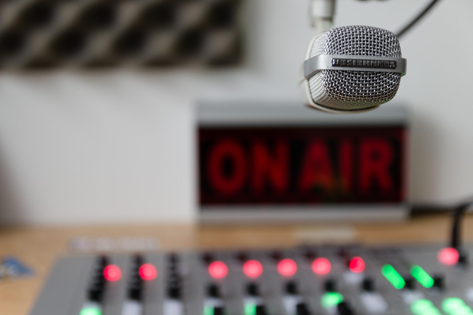 Como atrair e conquistar ouvintes em pequenas rádios