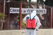 Câmara Municipal realiza ação de sanitização e desinfecção de sua área externa de atendimento ao público