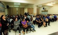 Público atento às homenagens