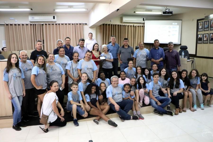 Câmara faz entrega de Moção Honrosa à Professora Tânia Zacouteguy