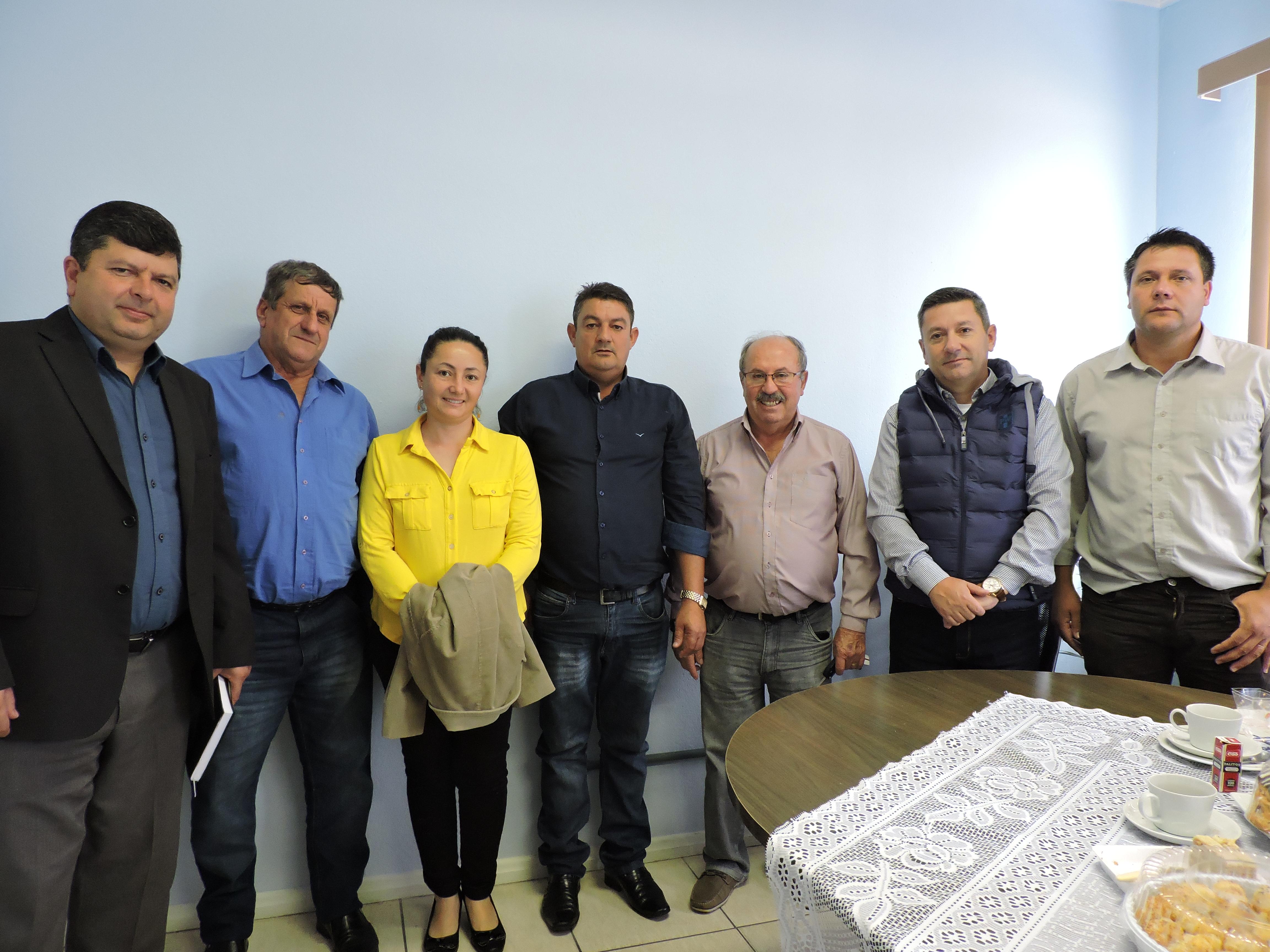 Vereadores recebem visita do Prefeito Municipal para discutir melhorias para o município