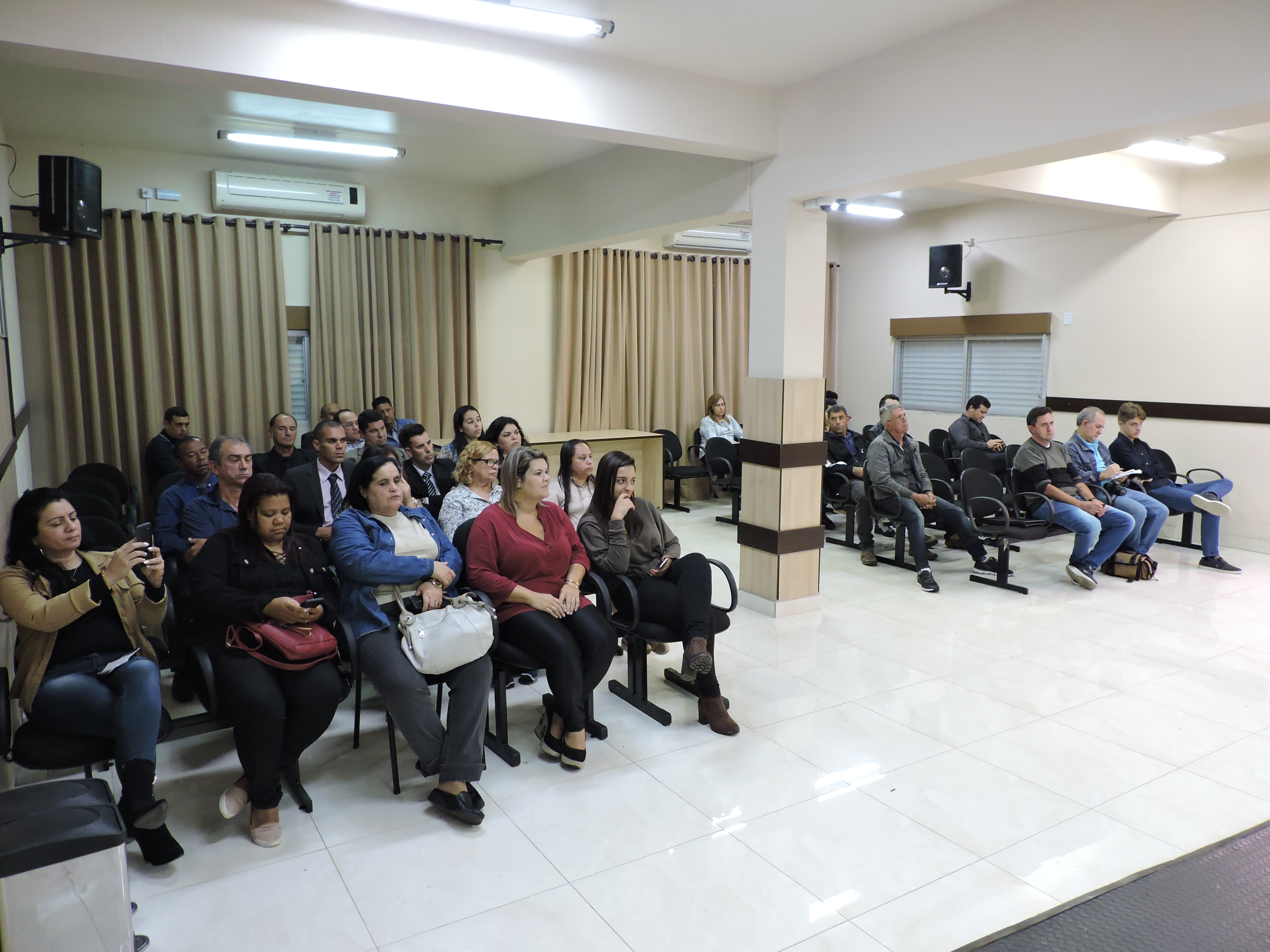 Estiveram presentes membros do Centro, amigos, familiares e servidores da Câmara