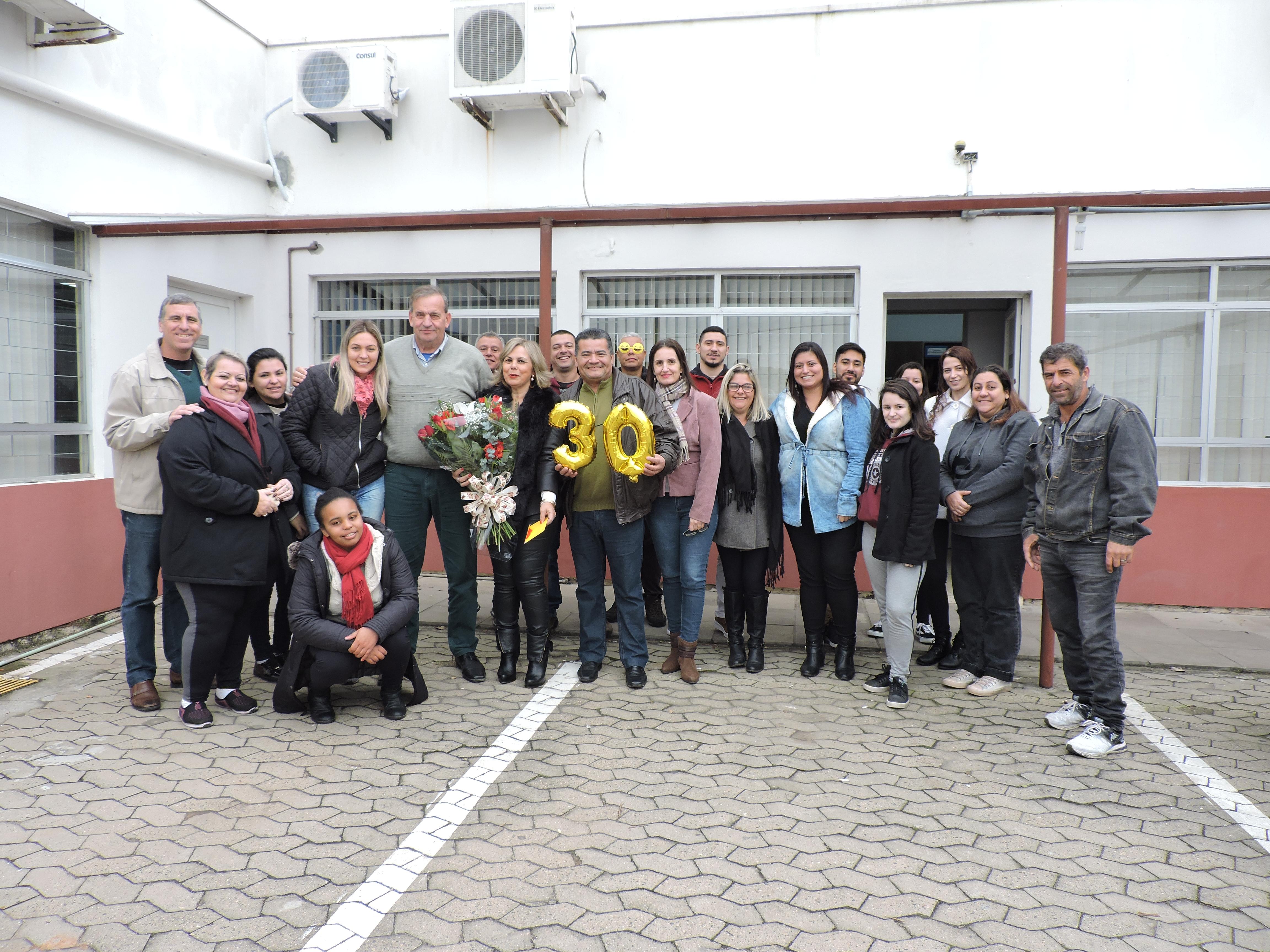Câmara homenageia servidora que completa 30 anos de trabalho