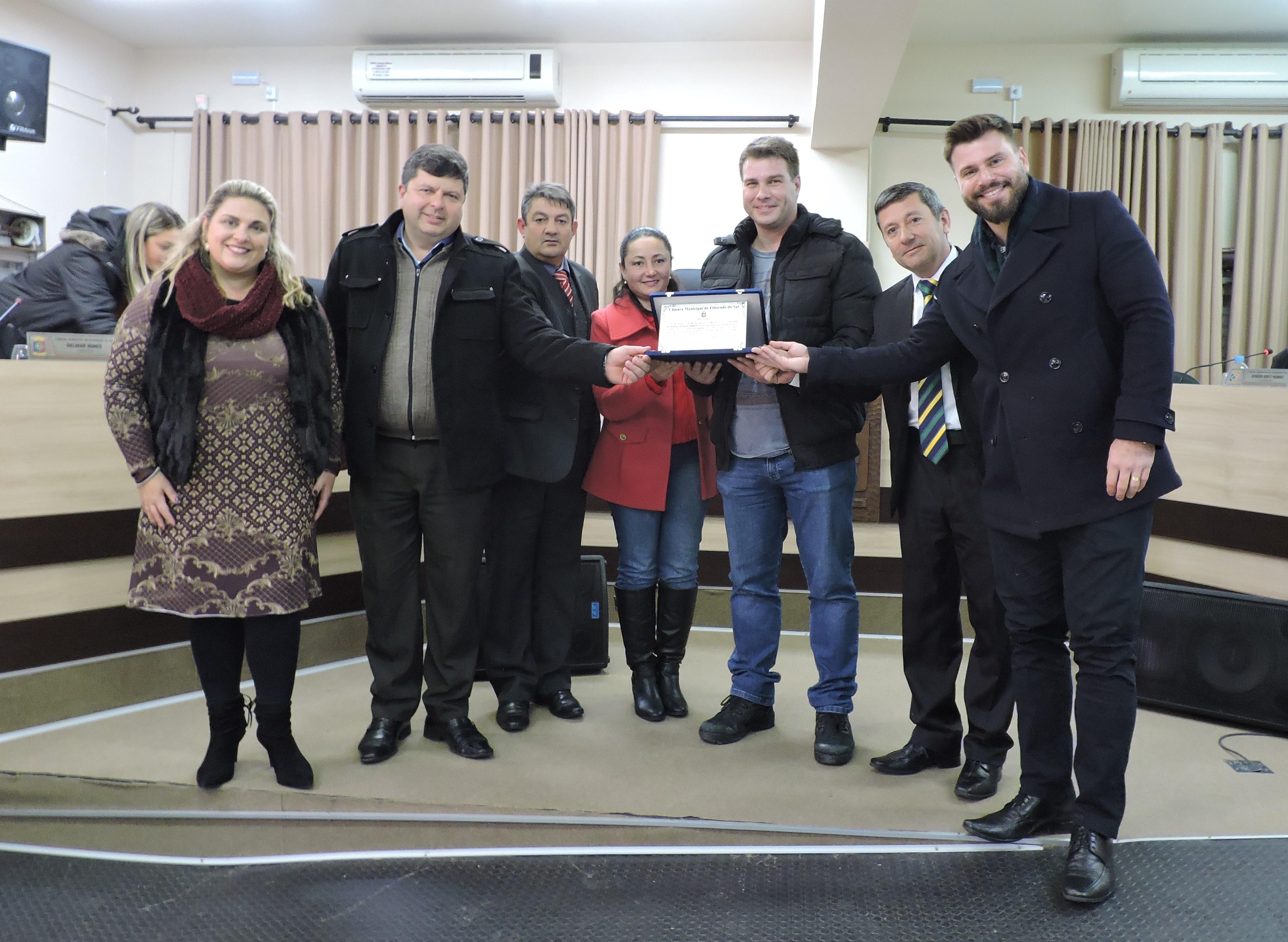 Câmara entrega Moção Honrosa ao Inspetor de Polícia Rodrigo Fernandez Selistre