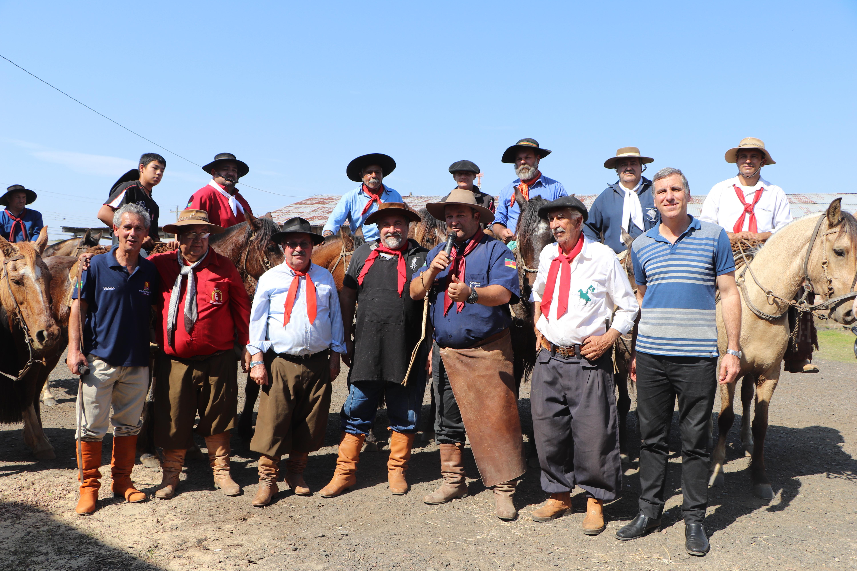 Legislativo prestigia a chegada da Chama Crioula