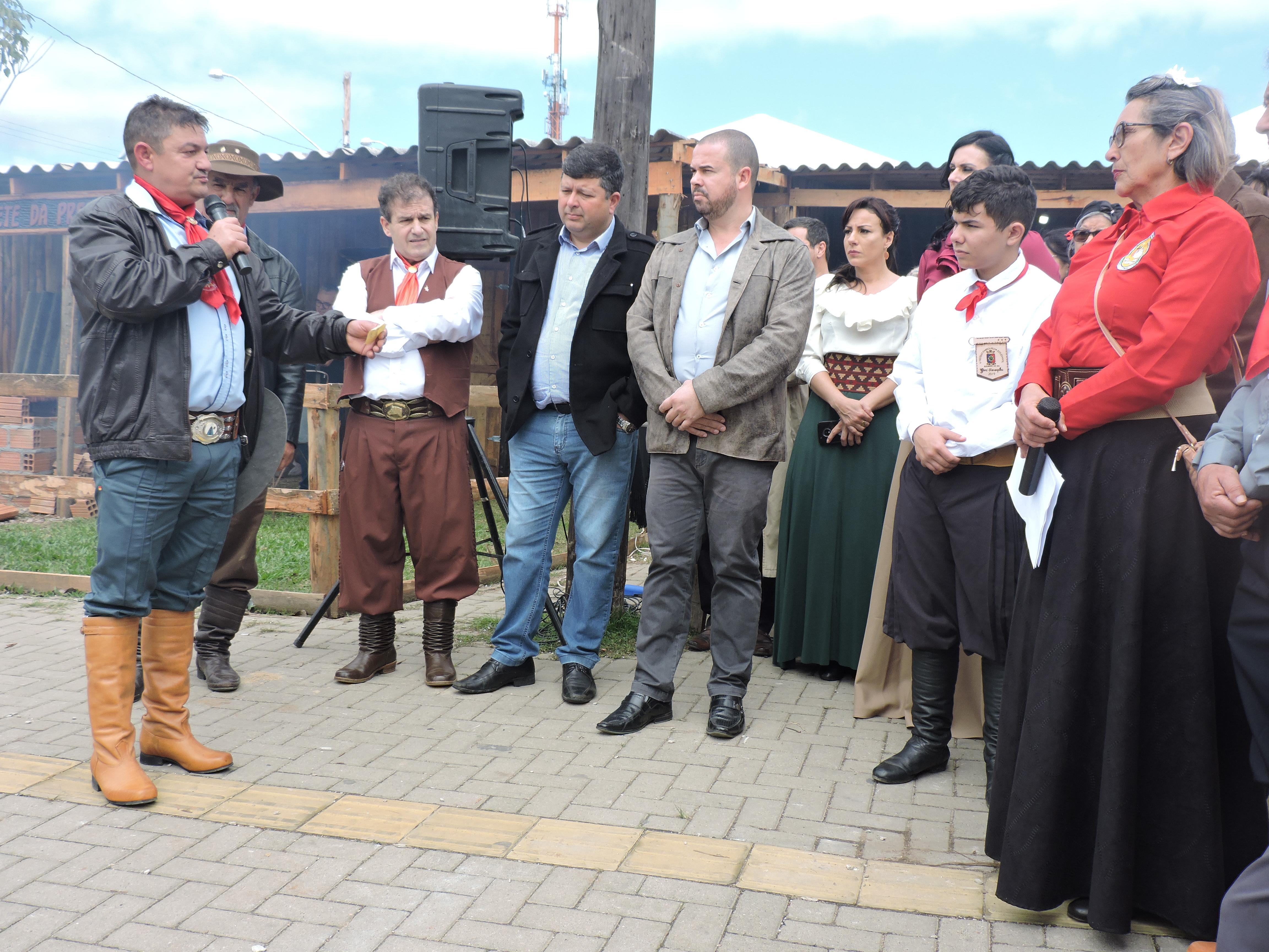 Legislativo participa da cerimônia de acendimento da Chama Crioula na abertura do 27° Acampamento Farroupilha de Eldorado do Sul