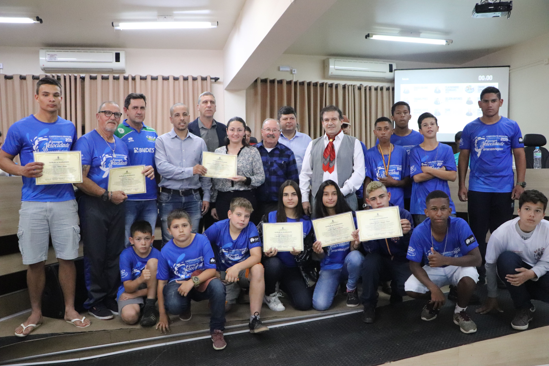 Câmara entrega Moção Honrosa aos Atletas da ACECEL