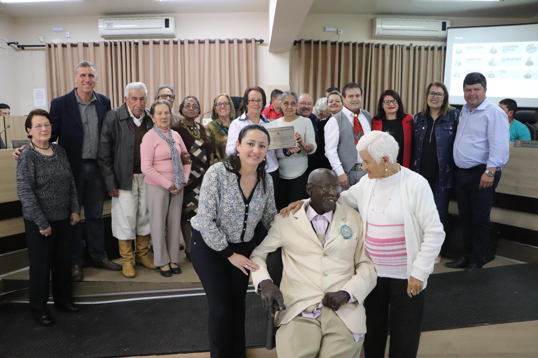 Legislativo entrega Moção Honrosa à Associação da Terceira Idade Esperança e Amizade