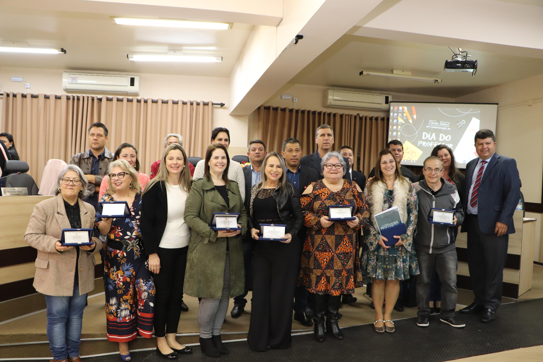 Câmara realiza Sessão Solene em comemoração ao Dia do Professor