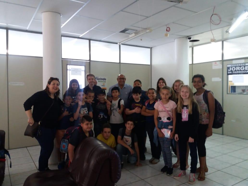 Estudantes da Escola Inácio de Quadros visitam a Câmara Municipal