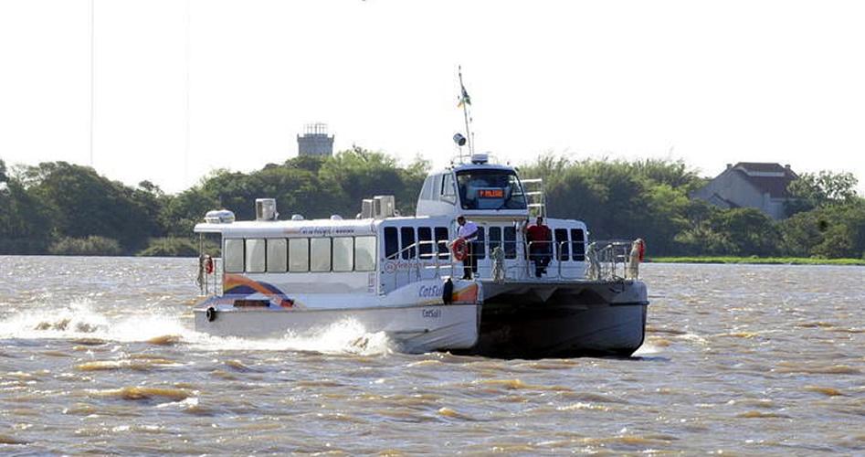 Vereadores participam da viagem inaugural do catamarã entre Guaíba e Porto Alegre