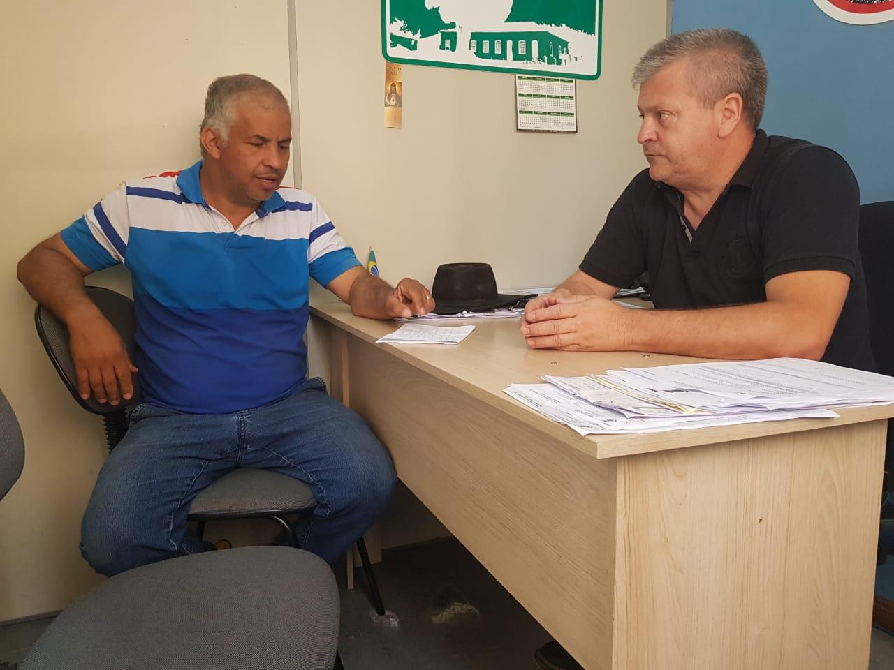 Vereador Manoel Eletricista reúne-se com secretário Leonardo Gardel