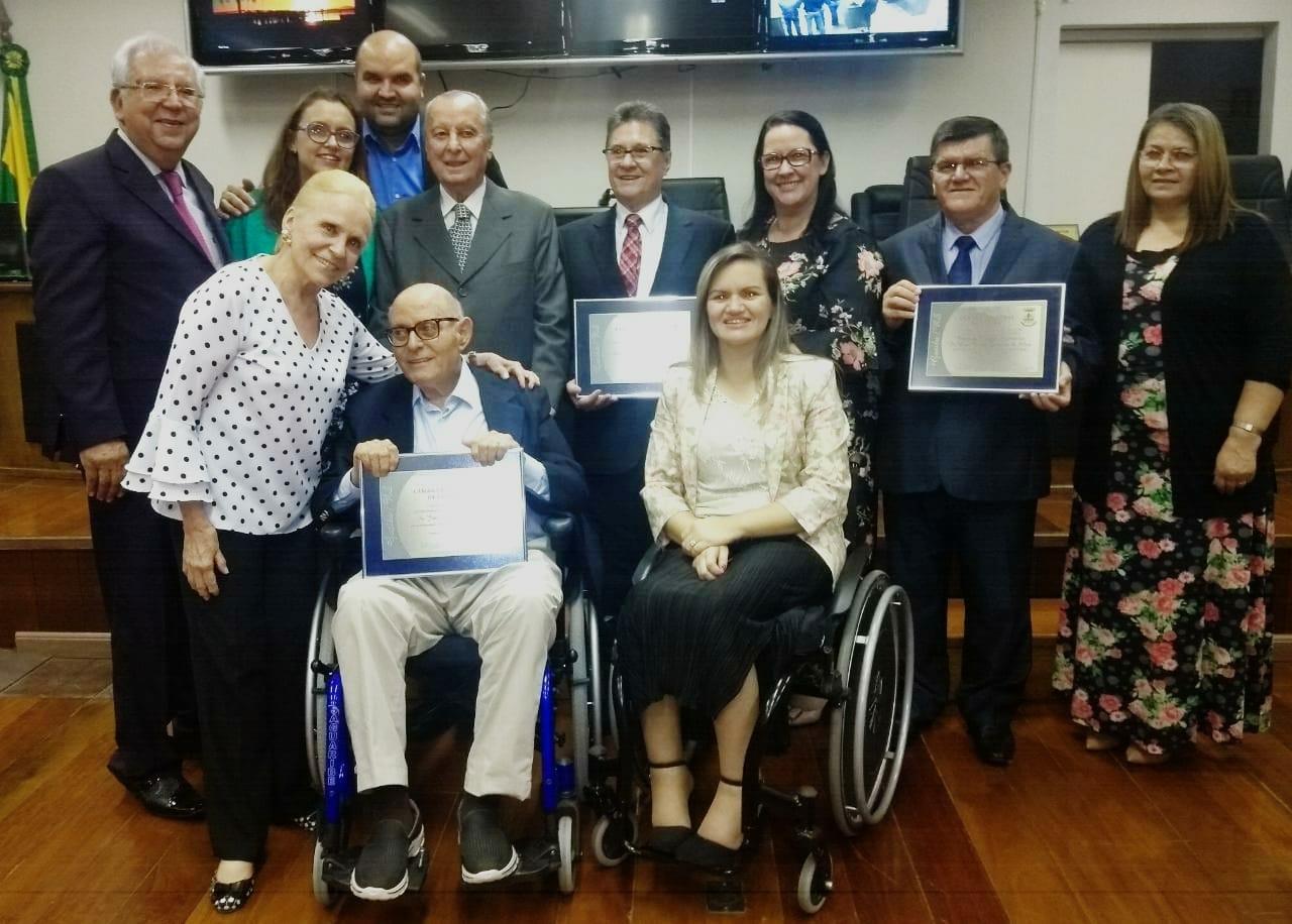Vereadores Jonas Xavier e Profª Claudinha Jardim prestam homenagens em Sessão Solene na Câmara Municipal