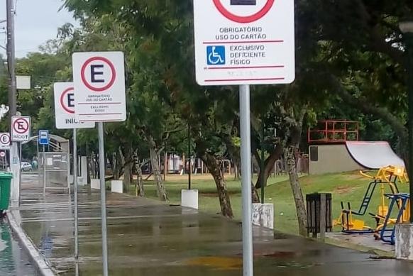Estacionamento para pessoas com deficiência e idosos na Beira