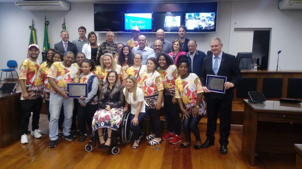 Os Vereadores Everton da Academia e Fernanda Garcia realizam Sessão Solene em homenagem ao grupo Natal Solidário e CREA-RS