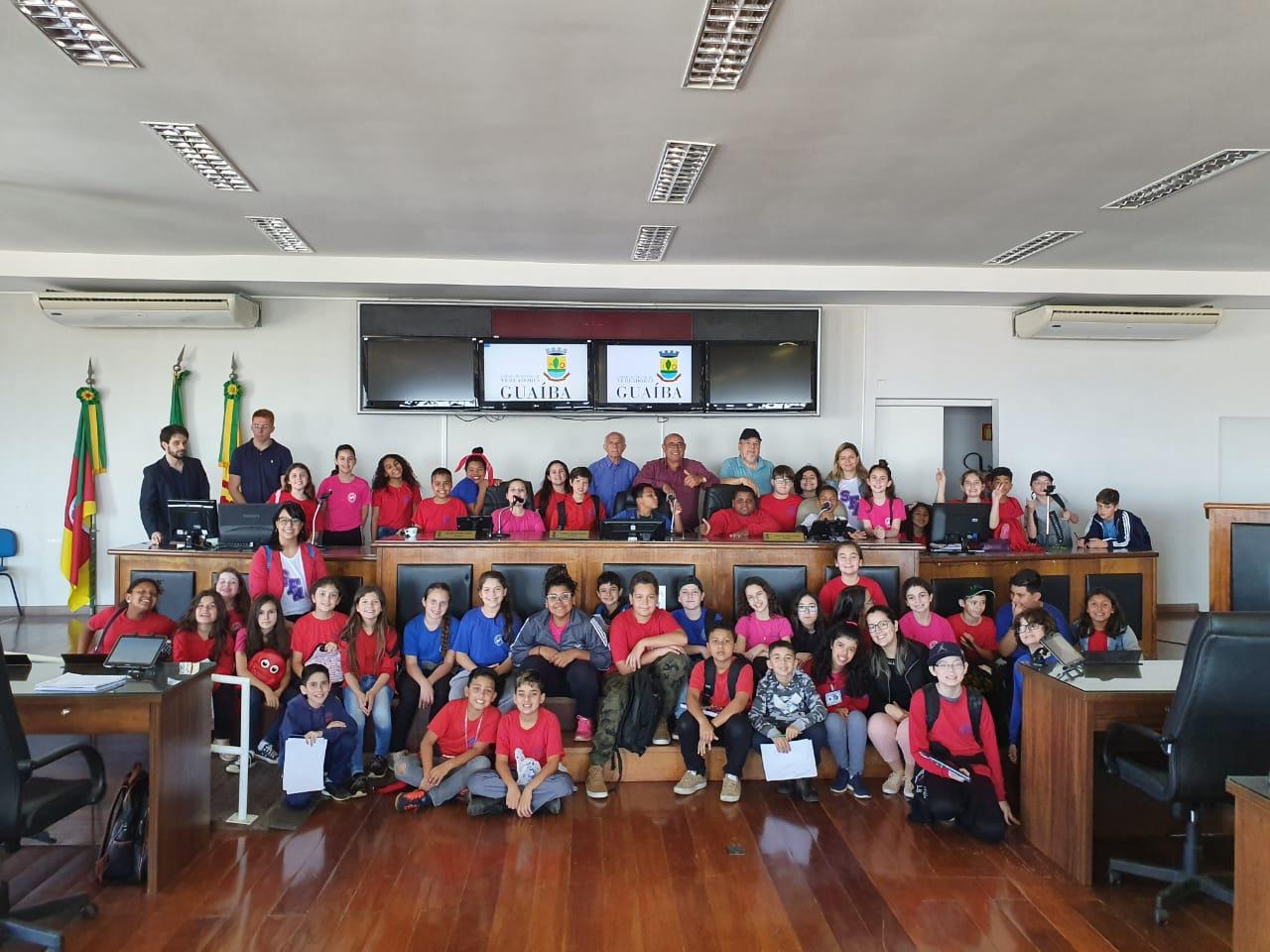 Alunos da Escola Municipal São Francisco Visitam a Câmara de Vereadores