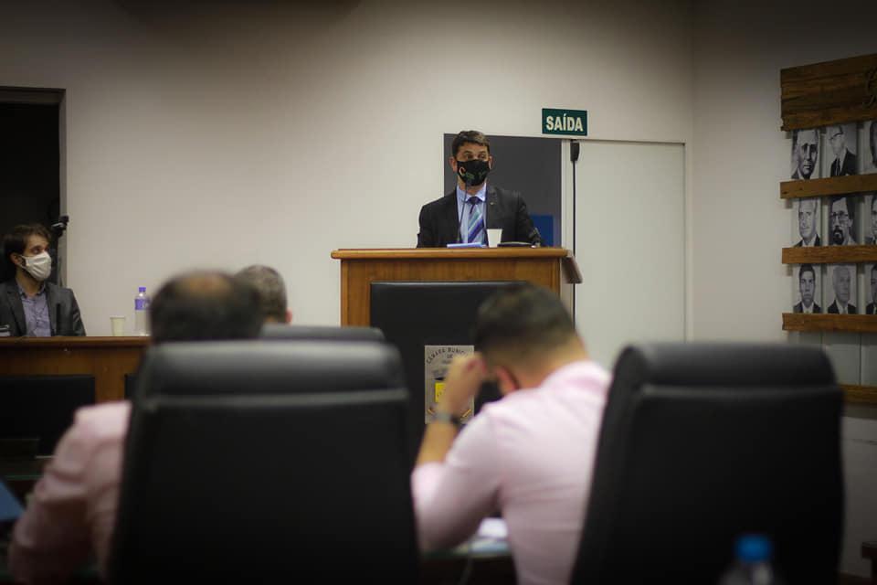Sessão Ordinária - Reunião parlamentar teve visita do prefeito, manifestação popular e Projetos de leis aprovados.