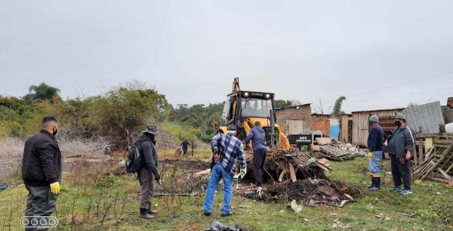 Arroio Passo Fundo - Poder Público e comunidade fazem ação conjunta de despoluição