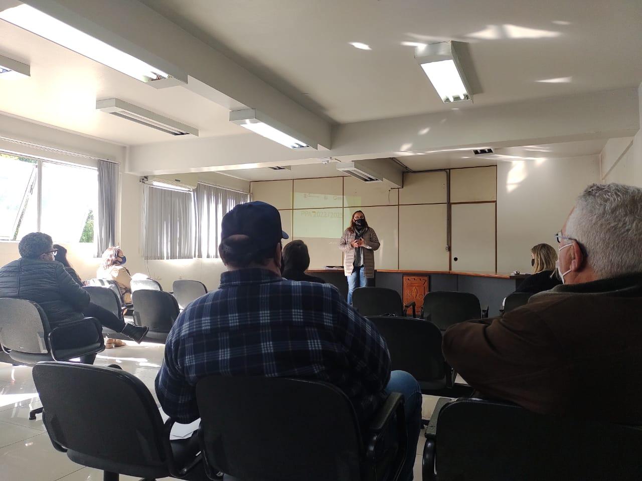 Vereadores prestigiam apresentação do PPA/Educação