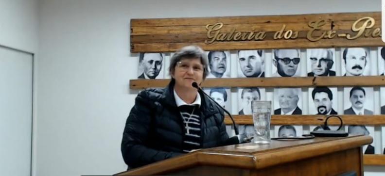 Irmã Nilva fala na tribuna e consegue recursos para o Projari