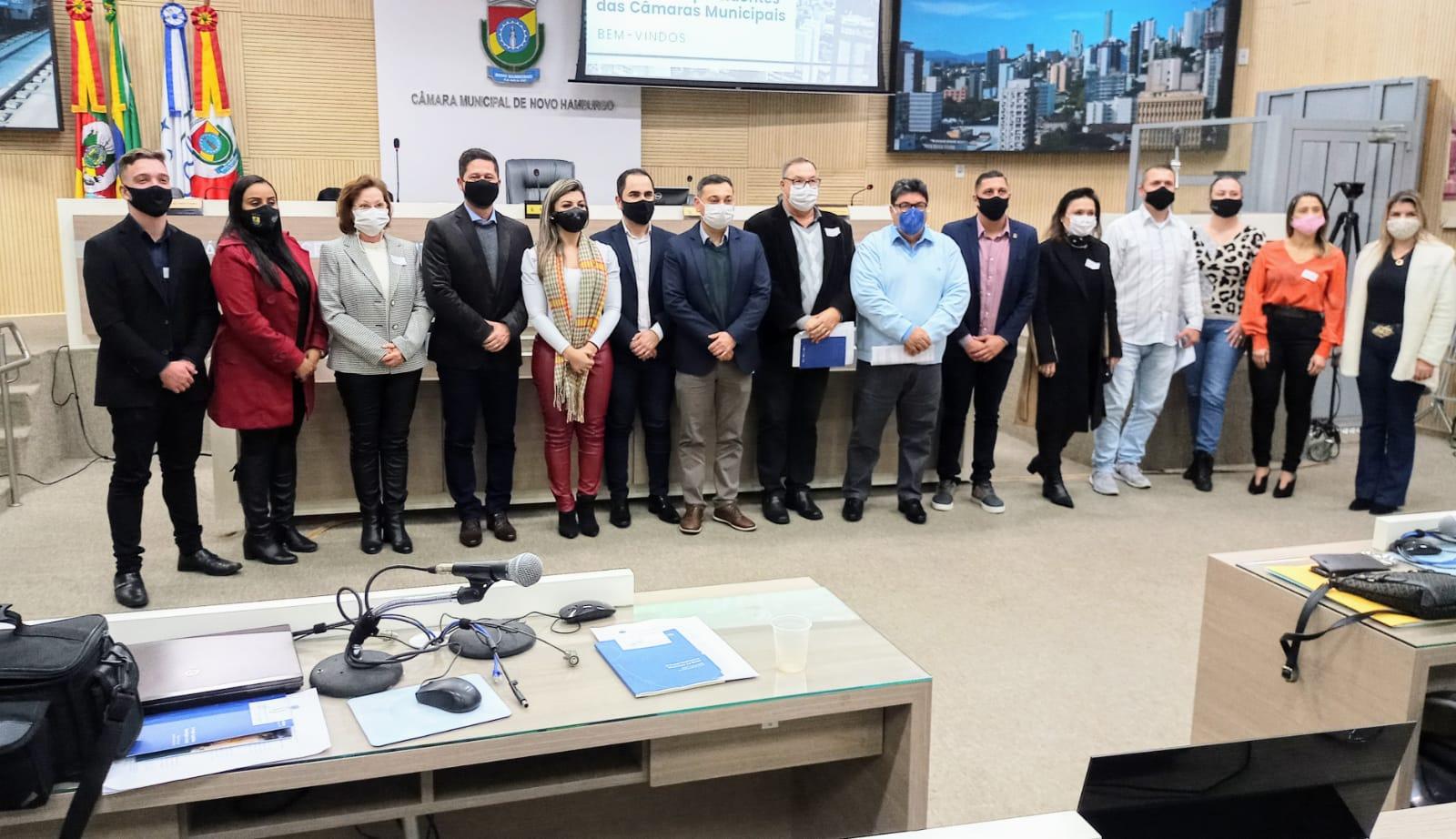 Encontro de Vereadores - Letícia Maidana representa o Legislativo em encontro de parlamentares da Região Metropolitana