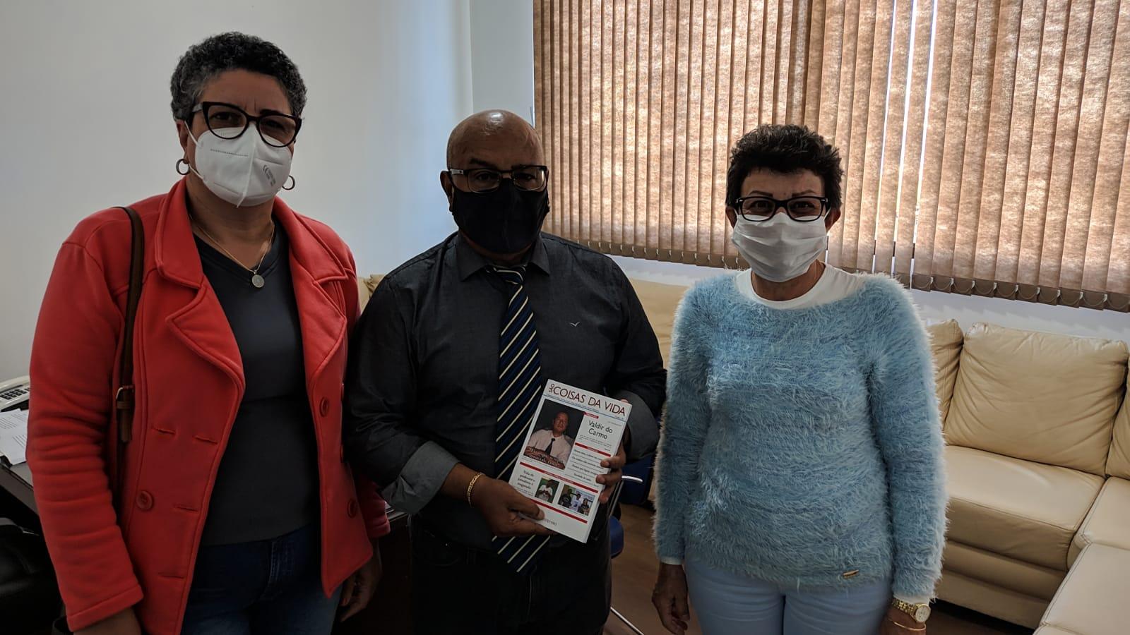 Vereadores recebem livro com obras do Jornalista Valdir do Carmo