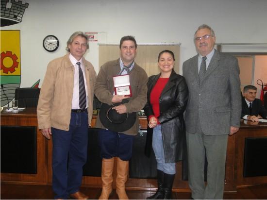 Ginete Odilon Camargo Júnior recebe homenagem do Legislativo
