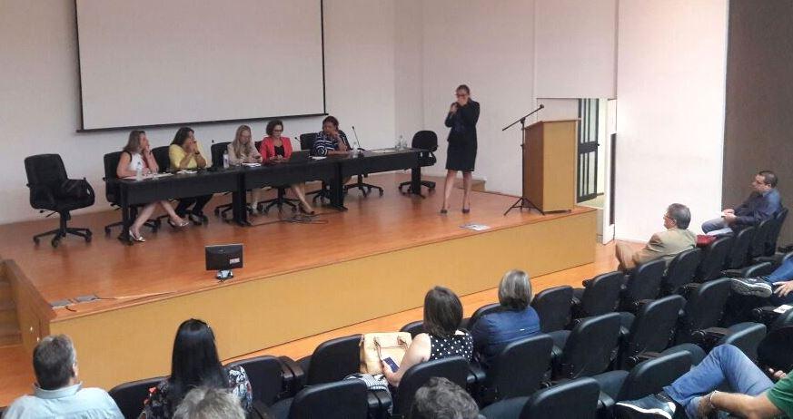 Professora Claudinha Jardim palestra para Vereadores de todo o Estado